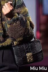 geantă textură crocodil Miu Miu