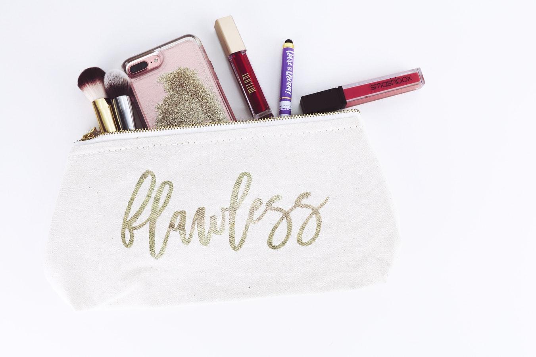 Portfard cu produse de makeup